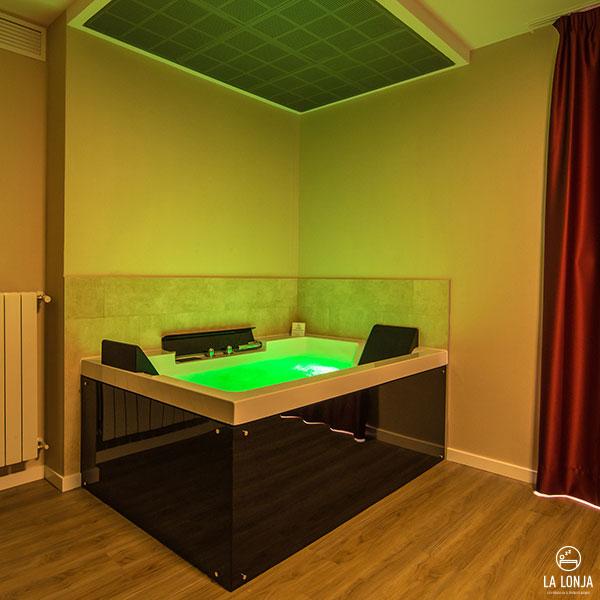 Bañera de hidromasaje en las suites